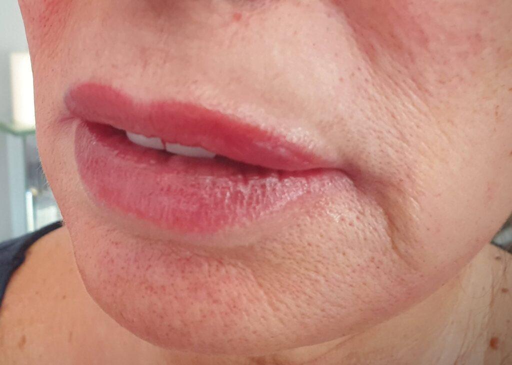 Lipstick effect lip blush